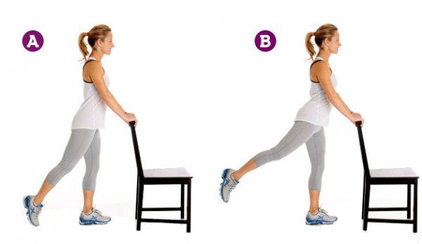 Para esse exercício é ideal utilizar uma cadeira, uma bancada ou, até mesmo, uma parede de apoio. Isso porque, quando movimentamos a perna para trás, nosso corpo desequilibra e compensa curvando-se para a frente, o que tira a eficácia do exercício. Para manter equilíbrio, uma cadeira é capaz de dar a sustentação para manter a postura ereta, enquanto a perna suspensa vai para trás.