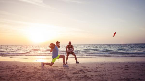 O músculo colabora para uma biomecânica apropriada e também a dissipar essas forças que incidem sobre o joelho durante a prática do futebol. Para prevenir lesões do joelho, é fundamental haver uma adequada preparação muscular.