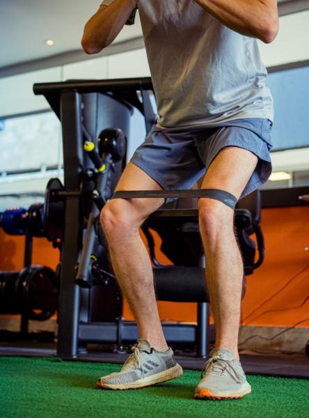 Fabiano faz fortalecimento muscular para superar a ruptura do LCA.